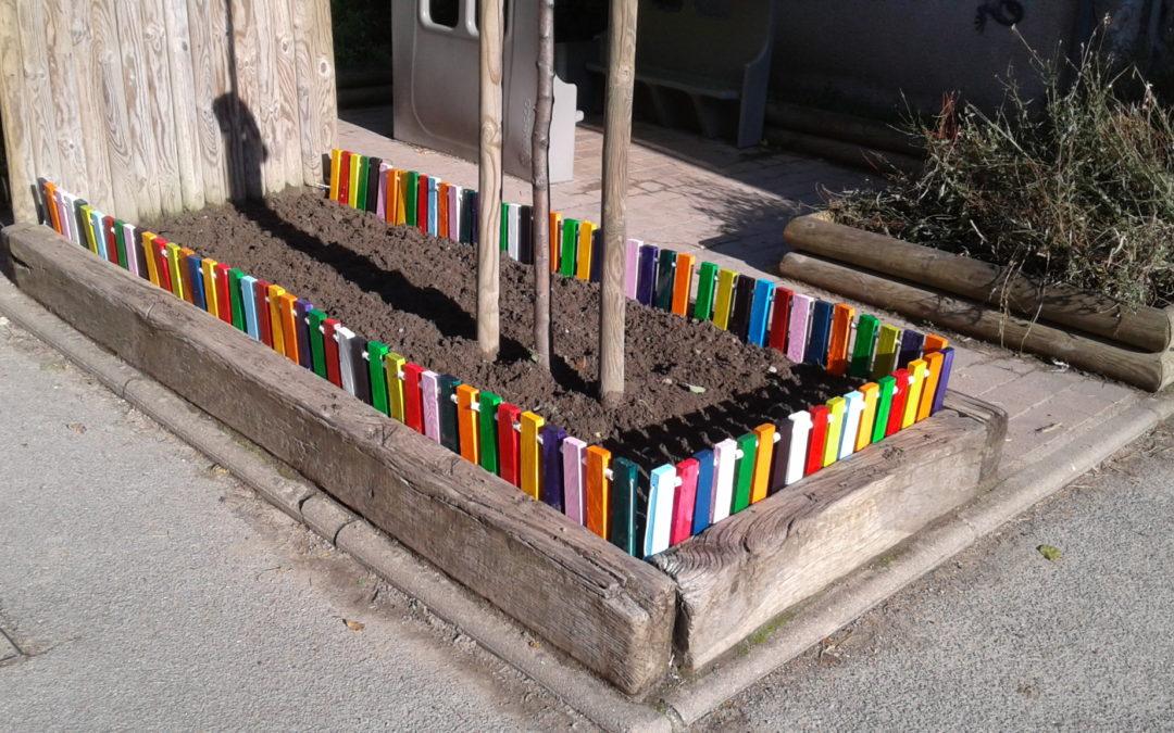 Une cour colorée !